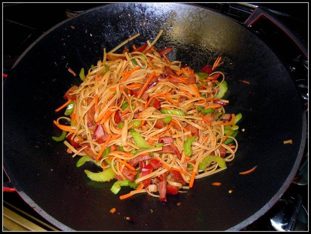 mar13_lo-mein-wok
